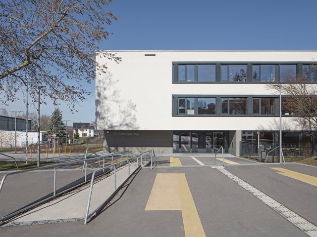 Architekturfotograf Batimet Oberschule Pirna Außenaufnahme