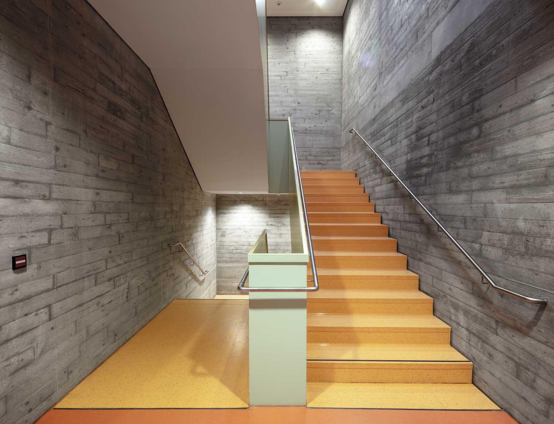 Treppenhaus - Architekturfotograf Ken Wagner, Batimet Oberschule Pirna Treppenhaus