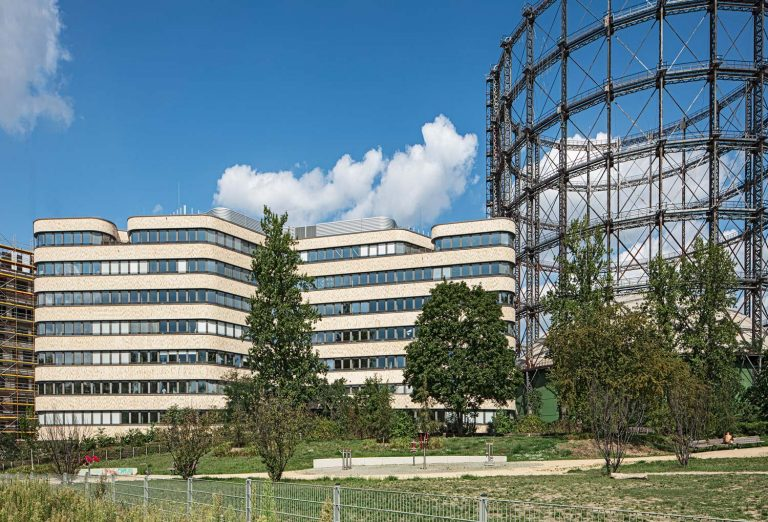 Euref Campus in Berlin mit Gasometer, Architekturfotograf Ken Wagner