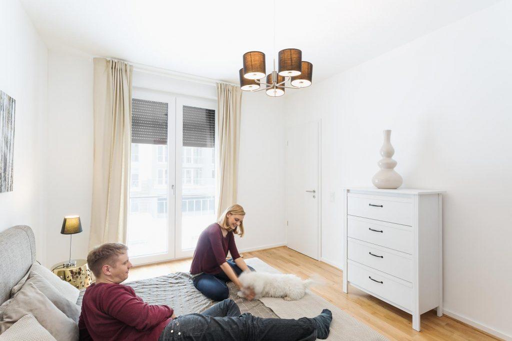 Immobilienfotografie mit Menschen Wohnzimmer in Dresden