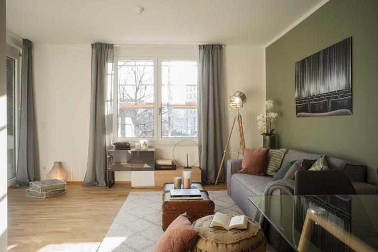 """Immobilienfotografie Wohnzimmer Musterwohnung """"Haus am Schauspielhaus"""" in Dresden"""