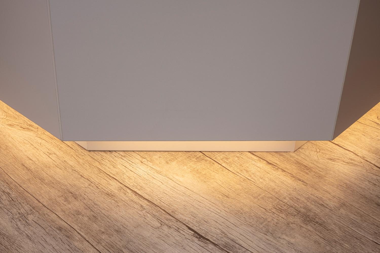 Thekenlichtdesign eines Frisörs in Dresden Innenarchitekturfotografie