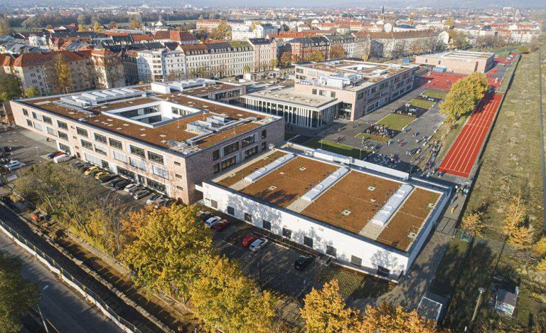 Drohnenaufnahme Schulcampus in Pieschen in Dresden Außenaufnahme