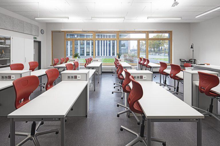 Klassenzimmer im Schulcampus in Pieschen in Dresden Architekturfotografie