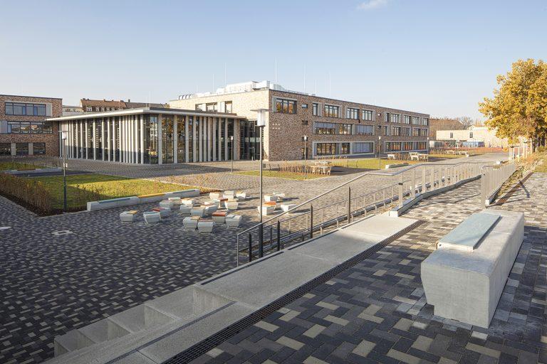 Pausenhof Schulcampus in Pieschen in Dresden Außenaufnahme