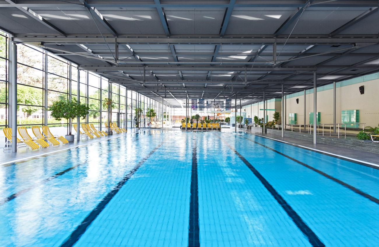 Schwimmerbecken im Geibeltbad in Pirna Schwimmbadfotograf