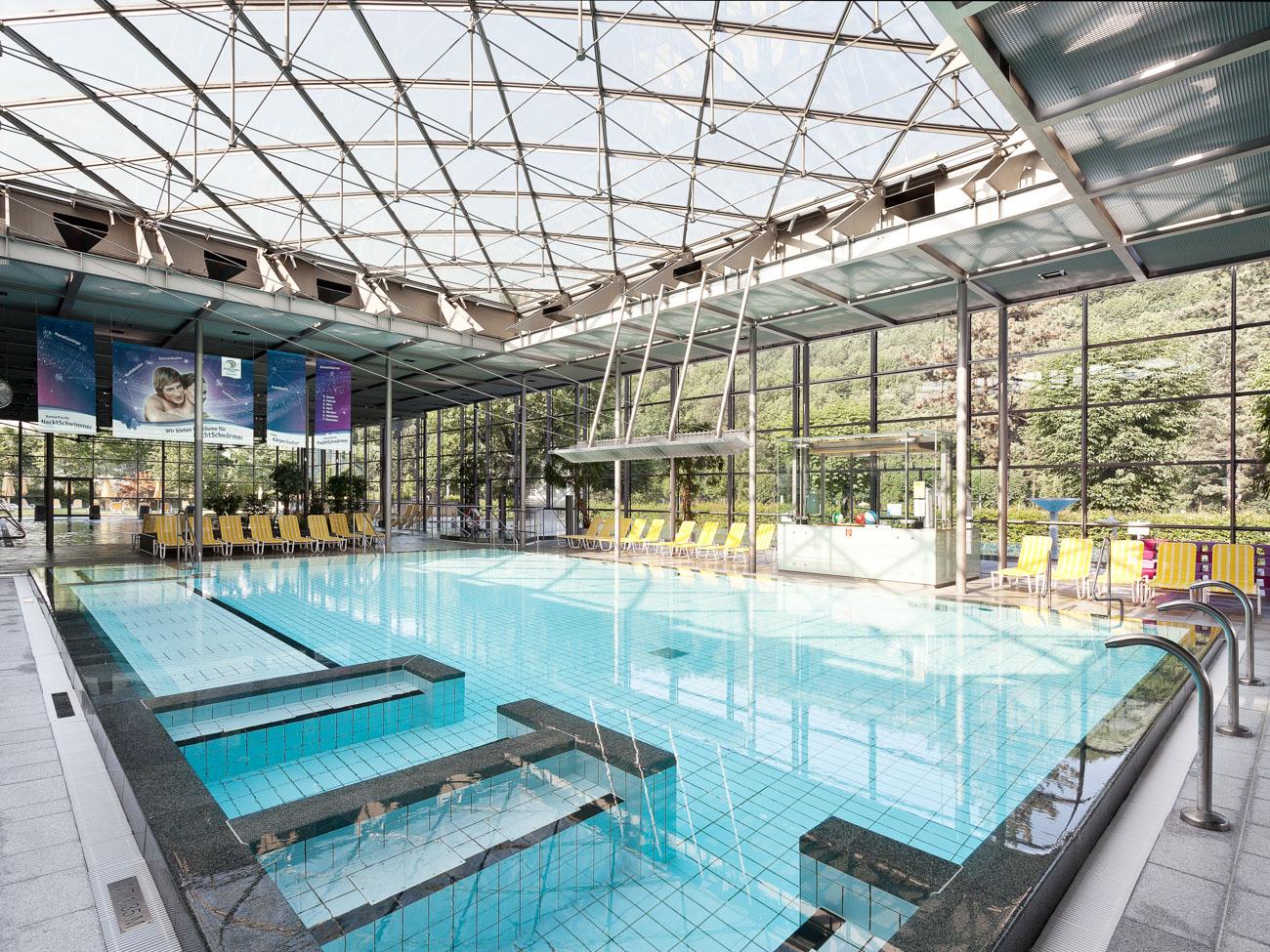 Erlebnisbecken im Geibeltbad in Pirna Schwimmbadfotograf