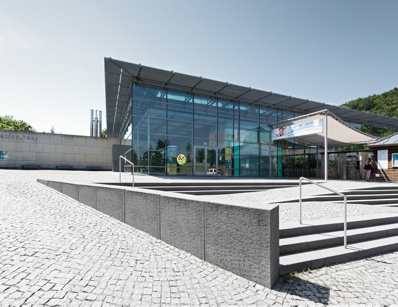 Architekturaufnahme im Geibeltbad in Pirna Schwimmbadfotograf