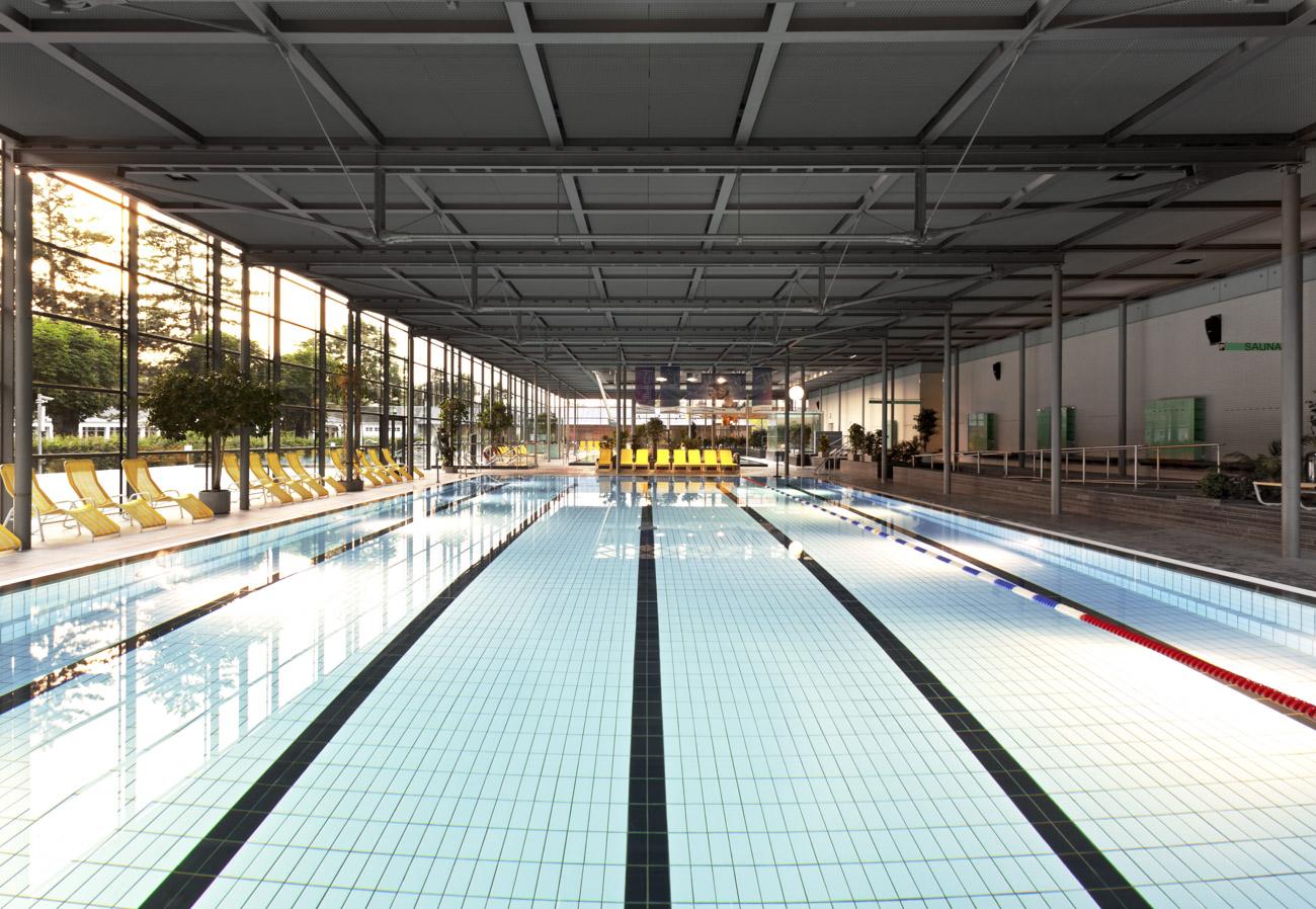 Schwimmbecken im Geibeltbad in Pirna Schwimmbadfotograf