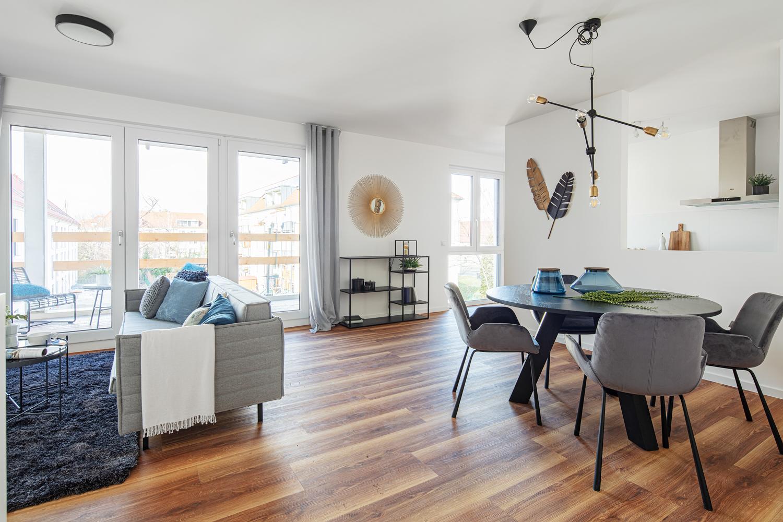 Blick ins Wohnzimmer, Esszimmer in einer Musterwohnung