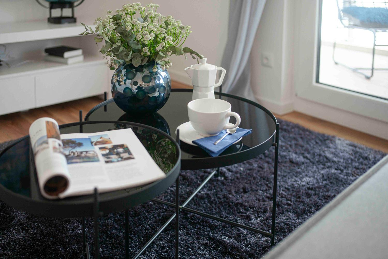 Kaffeegeschirr im Wohnzimmer