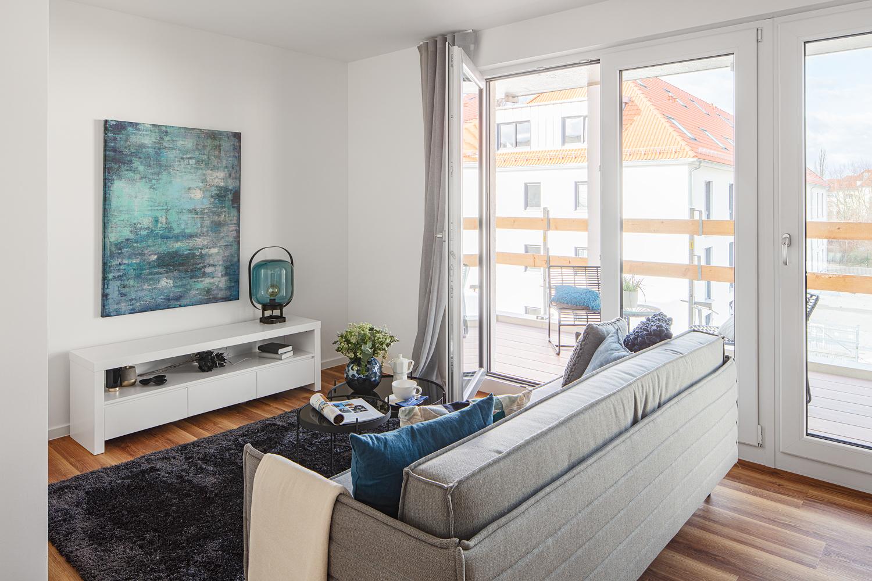 Wohnzimmer in einer Musterwohnung in Dresden