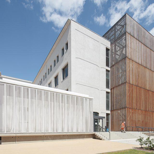Hochschule für Schauspielkunst Ernst Busch - Haupteingang - Batimet Fensterfassaden Architekturfotograf Ken Wagner Architekturbüro Ortner und Ortner