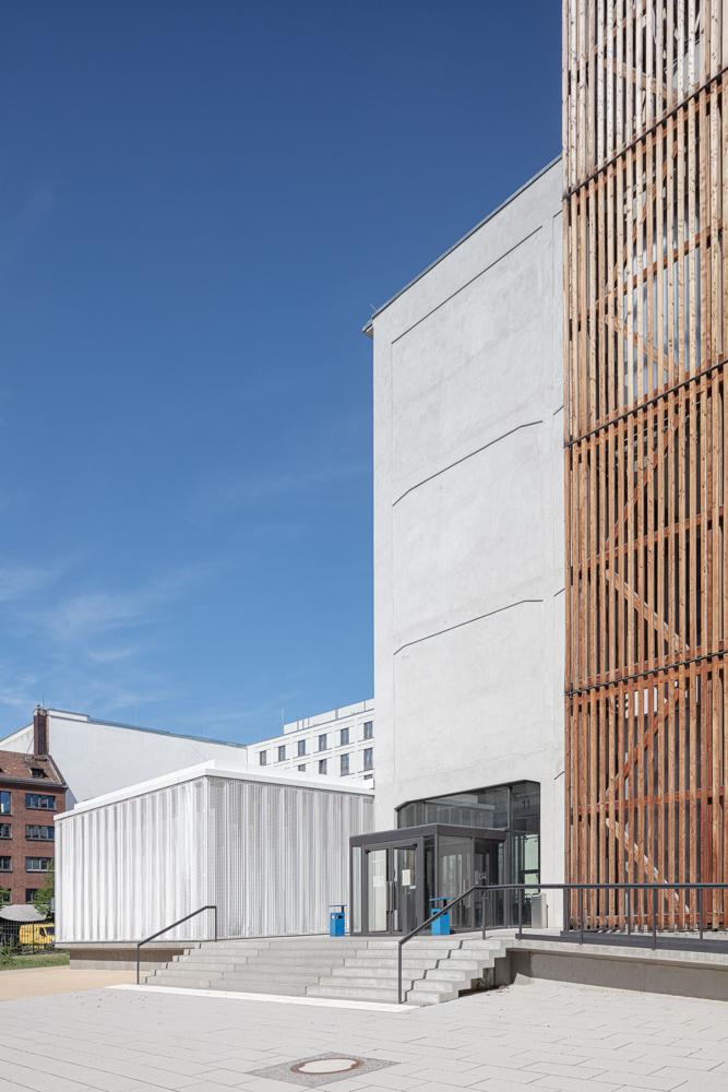 Hochschule für Schauspielkunst Ernst Busch - Außenansicht - Batimet Fensterfassaden Architekturfotograf Ken Wagner Architekturbüro Ortner und Ortner