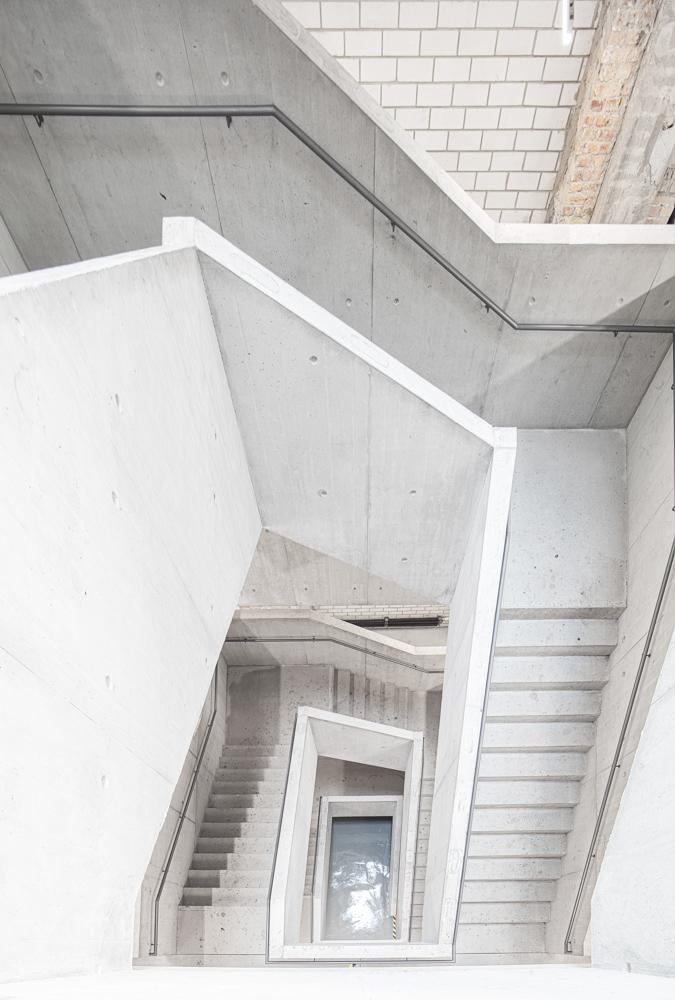 Hochschule für Schauspielkunst Ernst Busch - Treppenhaus - Architekturfotograf Ken Wagner Architekturbüro Ortner und Ortner
