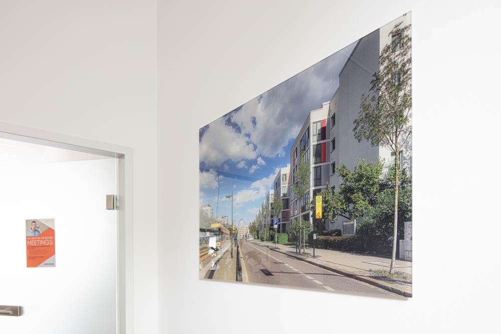 Ausstellung Covivio Acrylglas immobilienfotograf Ken Wagner