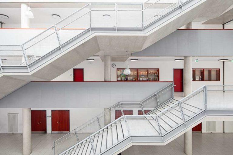 Gerda Tora Schule Leipzig Architekturfotograf Ken Wagner Alten Architekten Fensterfassade Treppenhaus