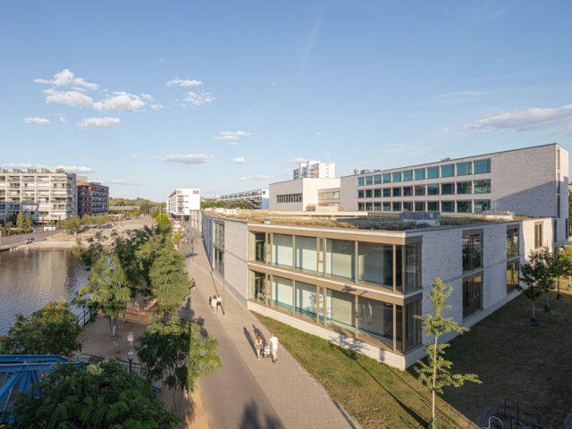 Hafenschule im Sonnenuntergang in Offenbach / Frankfurt am Main - Architekturfotograf Ken Wagner