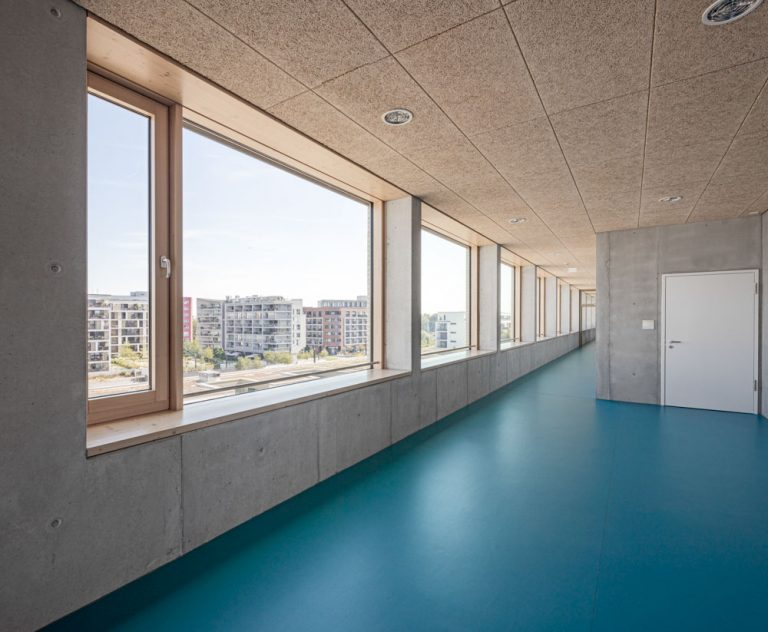 Innenaufnahme mit Glasfassaden in Offenbach / Frankfurt am Main - Architekturfotograf Ken Wagner