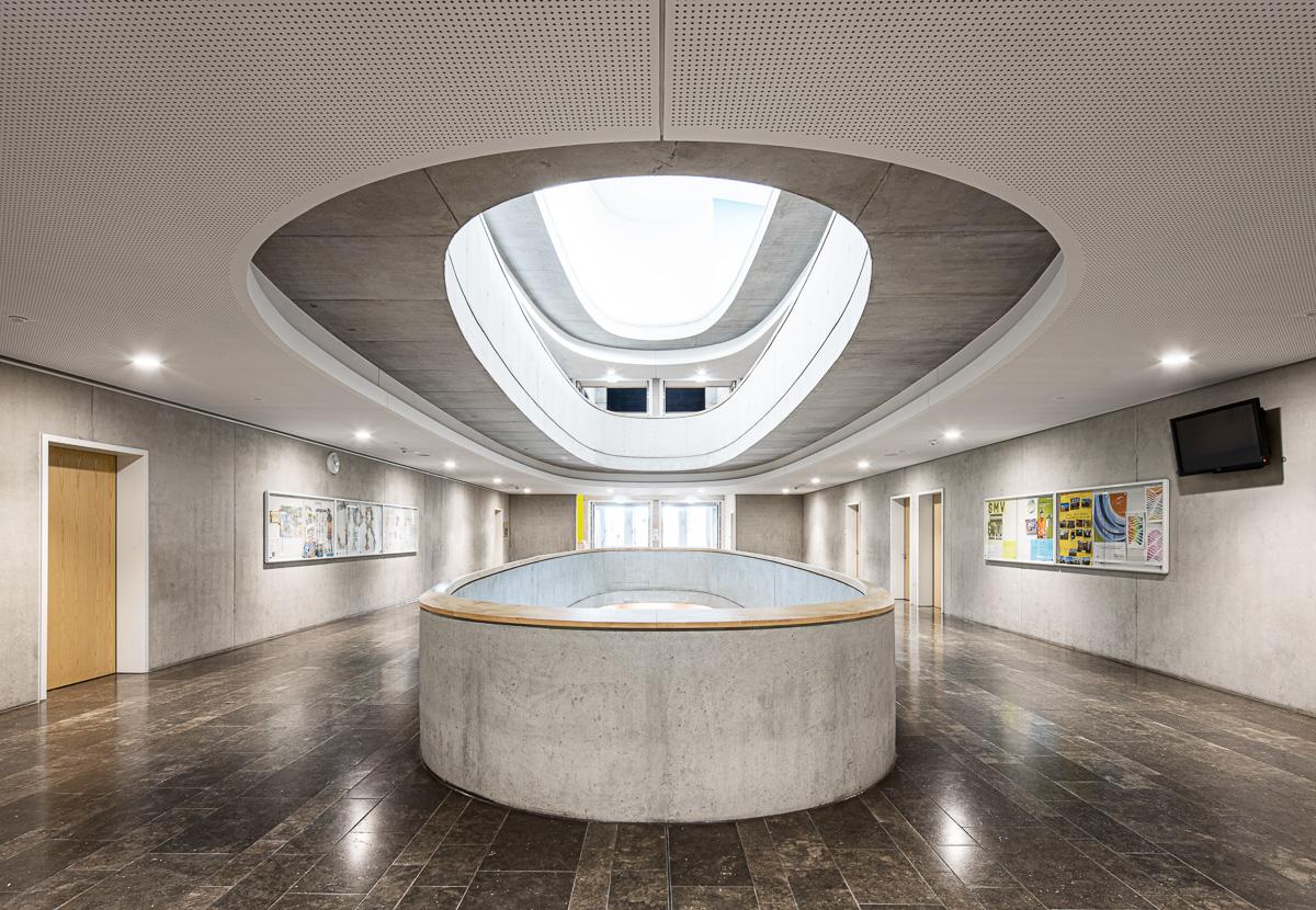 Atrium Schulgang - Architekturfotografie von Johann-Pachelbel-Realschule in Nürnberg, Architekturfotograf Ken Wagner
