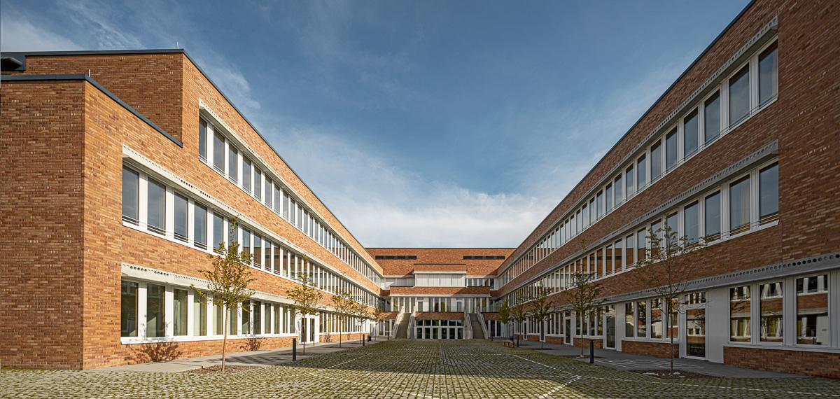 Innenhof Architekturfotografie von Johann-Pachelbel-Realschule in Nürnberg, Architekturfotograf Ken Wagner