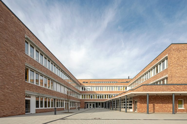 Außengelände Architekturfotografie von Johann-Pachelbel-Realschule in Nürnberg Ken Wagner