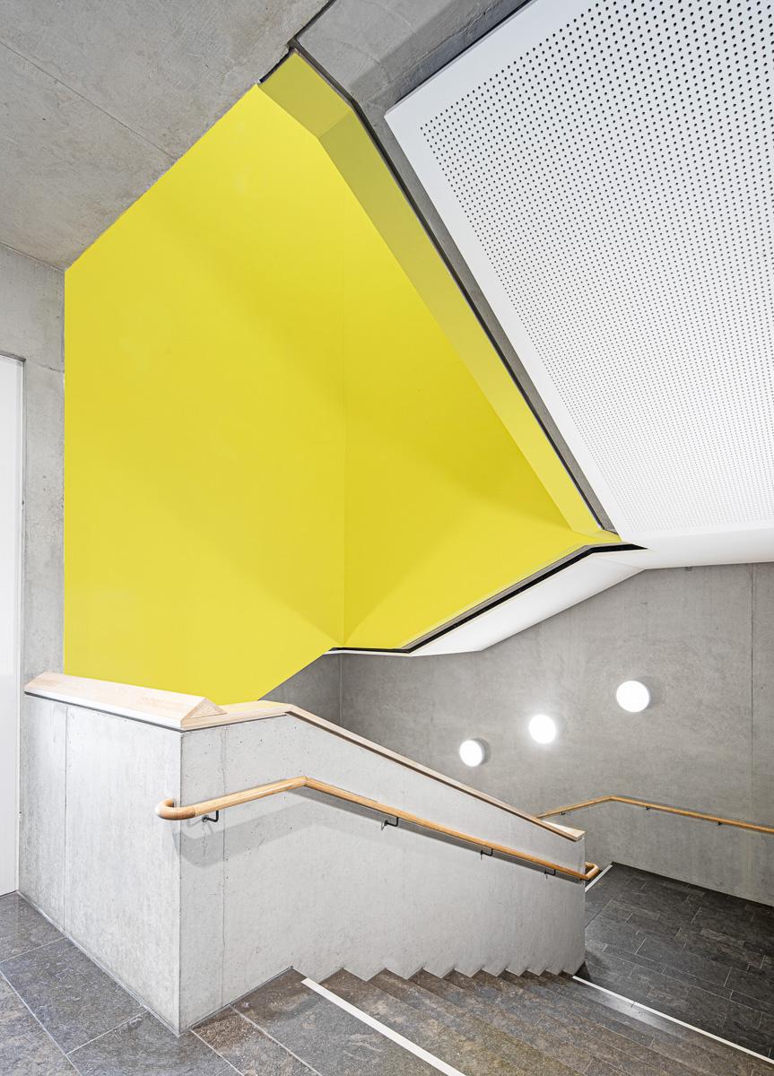 Treppenhaus, Treppen, Architekturfotografie von Johann-Pachelbel-Realschule in Nürnberg, Architekturfotograf Ken Wagner
