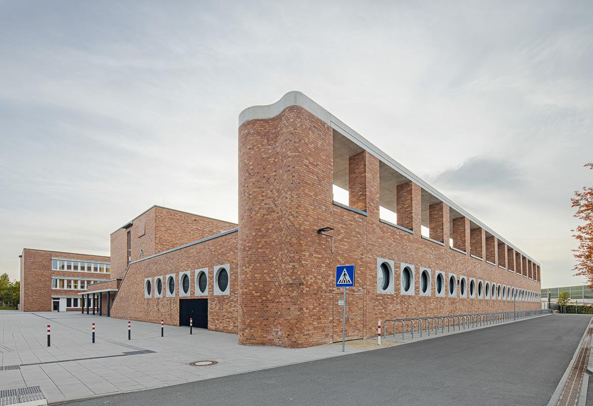 Außengelände Schule, Architekturfotografie von Johann-Pachelbel-Realschule in Nürnberg Ken Wagner