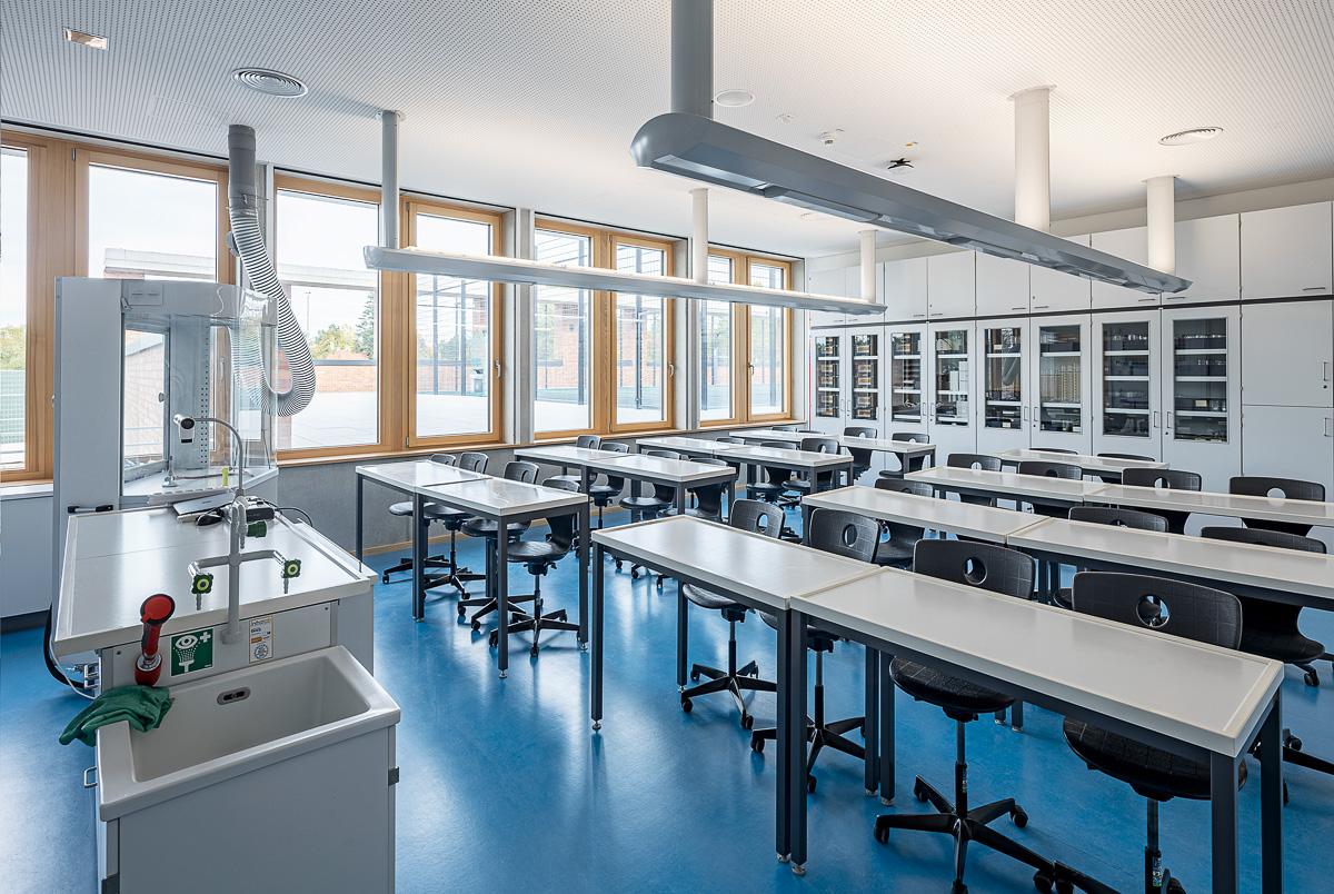 Chemie Klassenzimmer - Architekturfotografie von Johann-Pachelbel-Realschule in Nürnberg, Architekturfotograf Ken Wagner