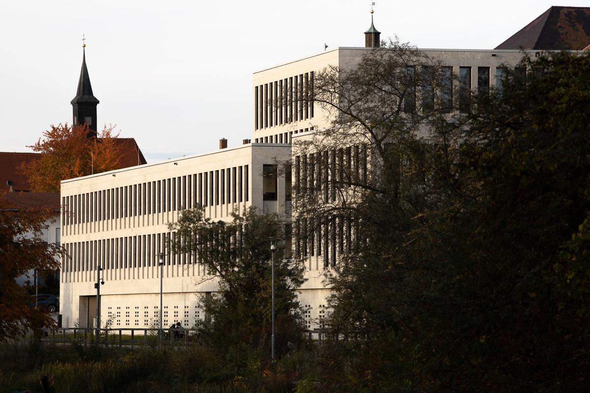 Südseite beim Sonnenuntergang - Amtsgericht Günzburg bei München