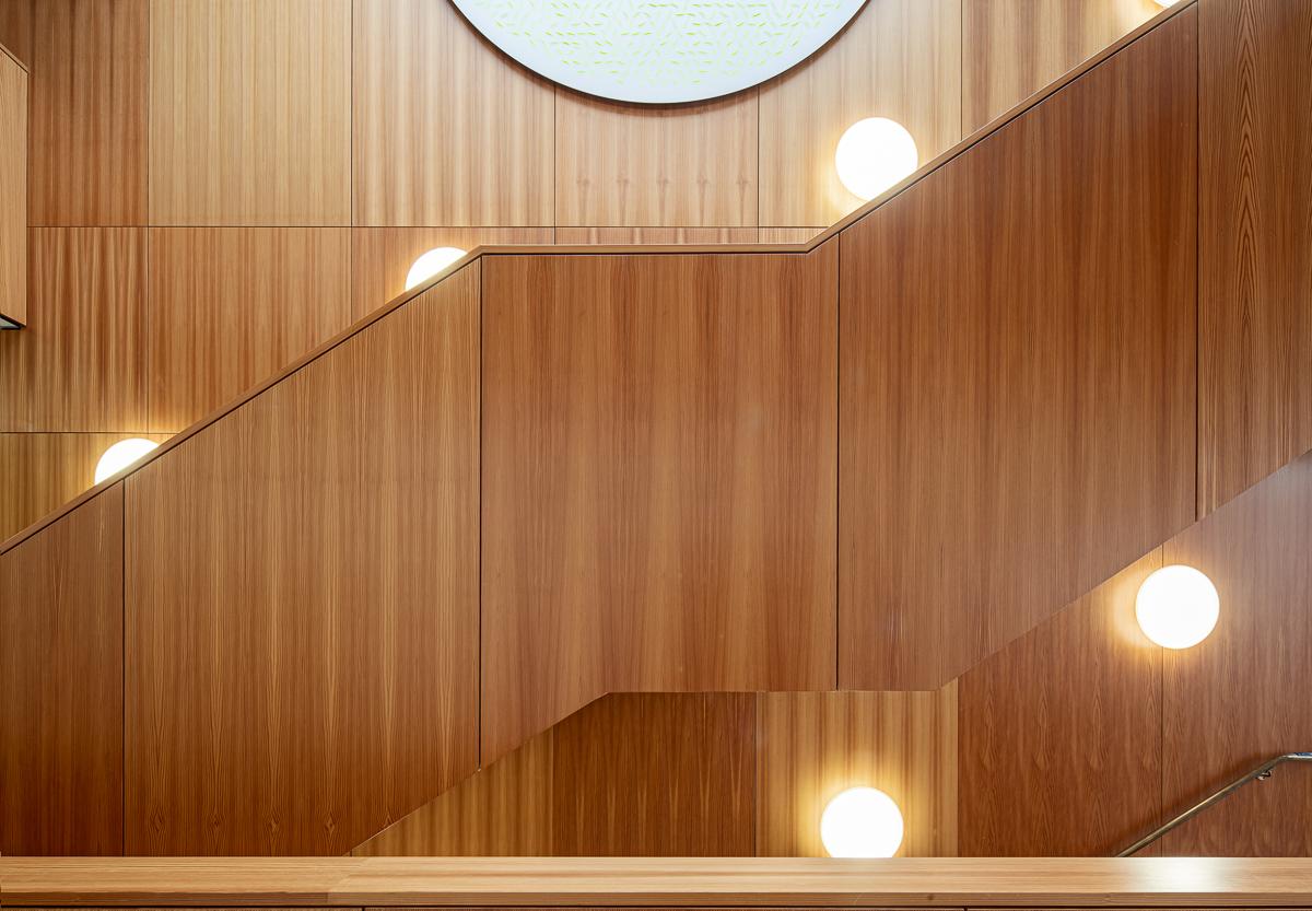 Treppenhaus im Amtsgericht in Günzburg bei München - Architekturfotograf Ken Wagner