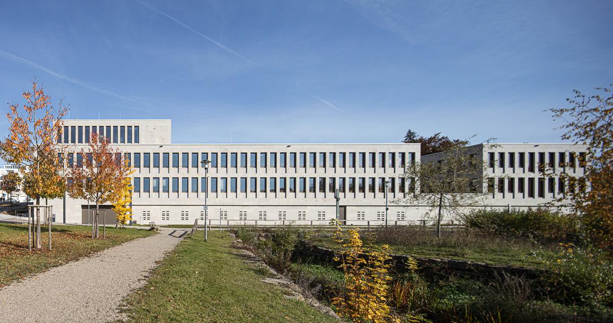 Südseite Amtsgericht Günzburg bei München mit See- Architekturfotograf Ken Wagner