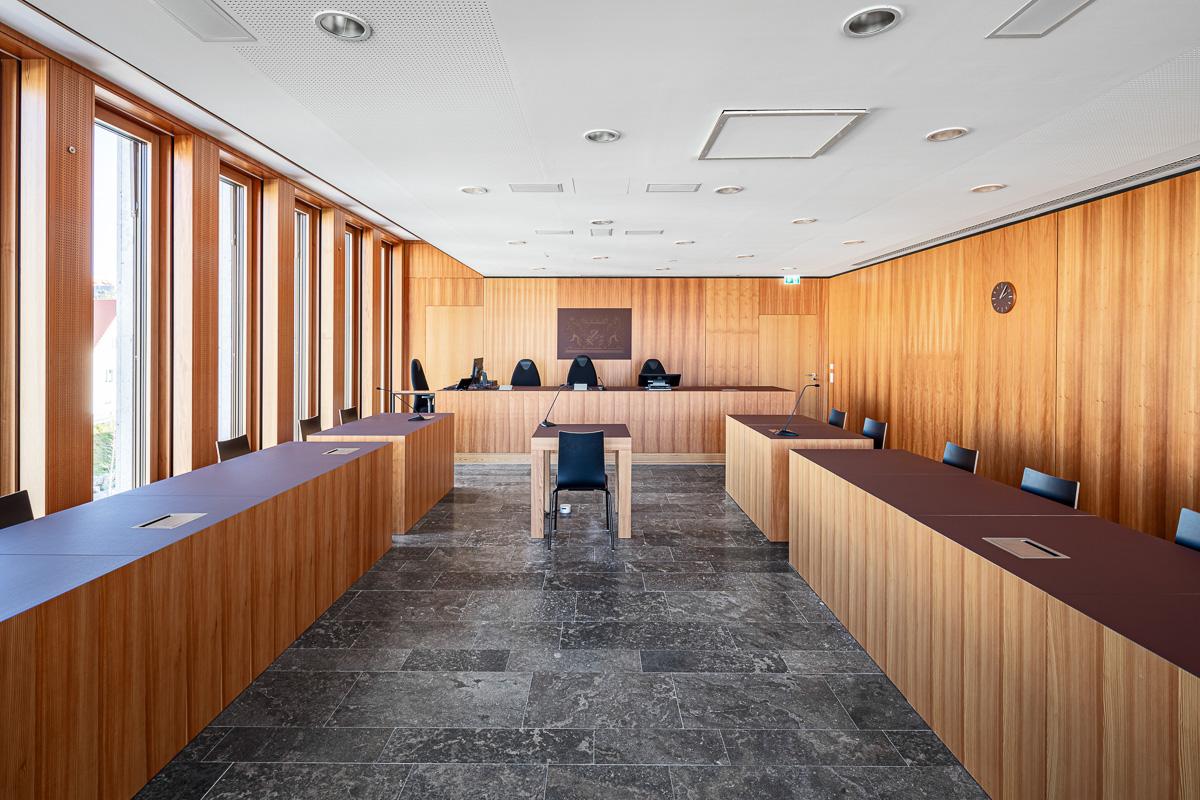 Richtersaal im Amtsgericht in Günzburg bei München - Architekturfotograf Ken Wagner