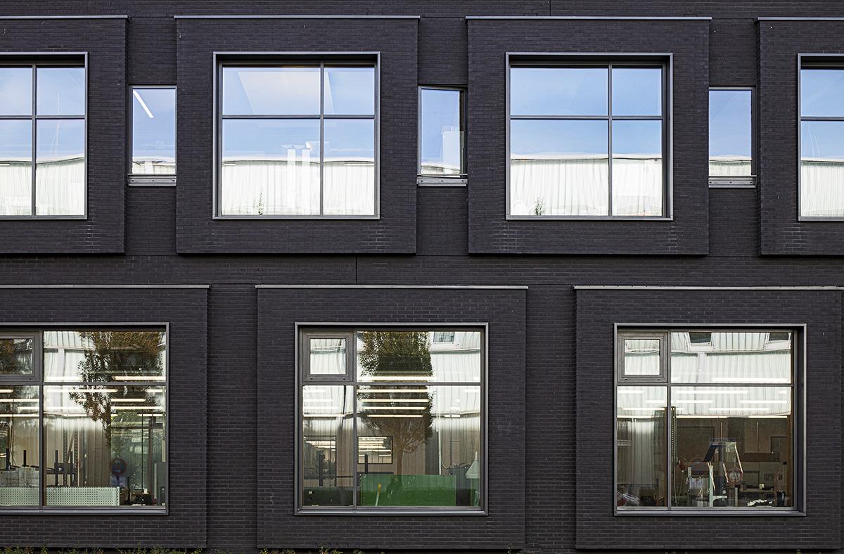 Ostseite Straßenansicht Headquater Arri in München - Fensterbau Müller Essen - Fotograf Ken Wagner Architekturbüro Hoffmann und Amtsberg