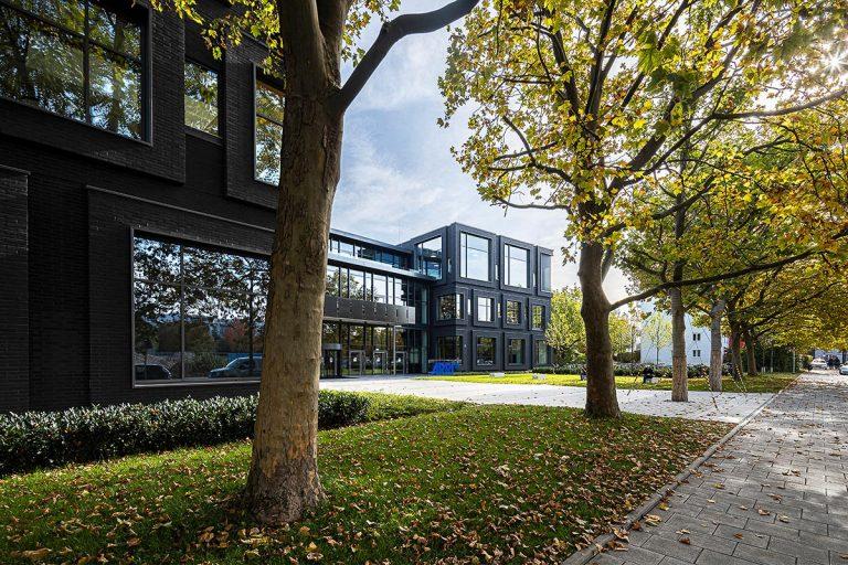 Arri Headquater München Haupteingang Firmenzentrale, Architekturbüro Hoffmann und Amtsberg, Fotograf Ken Wagner