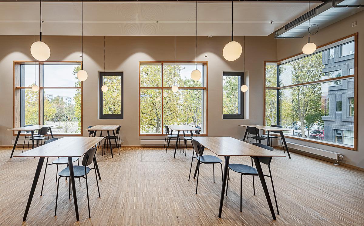 Cafetaria, Tische, Interiorfotografie Arri München Headquater